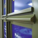 historyczny wzór ślemienia w oknie zespolonym stylizowanym na zabytkowe