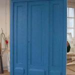 Wejściowe drzwi do kamienicy