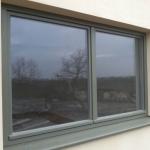jedno z okien zespolonych w budynku w Stralsundzie